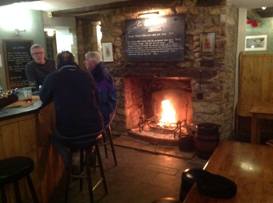 Corscombe, UK: Enjoy a drink or lunch by the fire