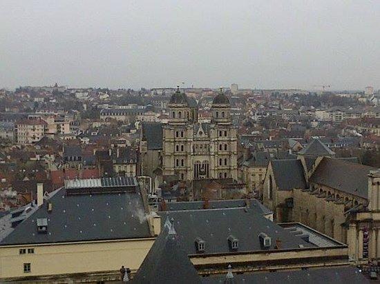 Tour Philippe le Bon : Vue de l'église saint michel