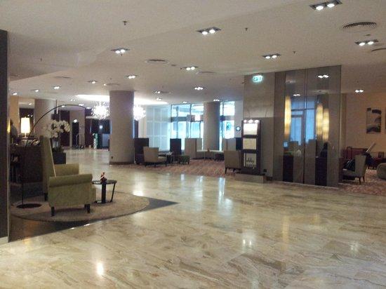 Hotel Crowne Plaza Berlin City Centre : Eingangsbereich
