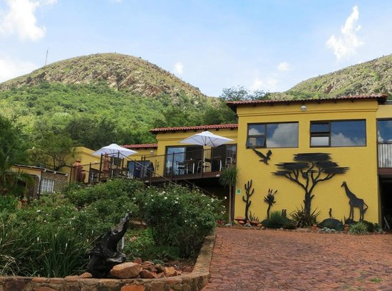 Magalies Mountain Lodge: Dining area with a view