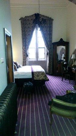 Peckforton Castle: Classic Bedroom (Rm 309)