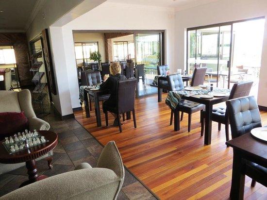 Magalies Mountain Lodge: Dining room