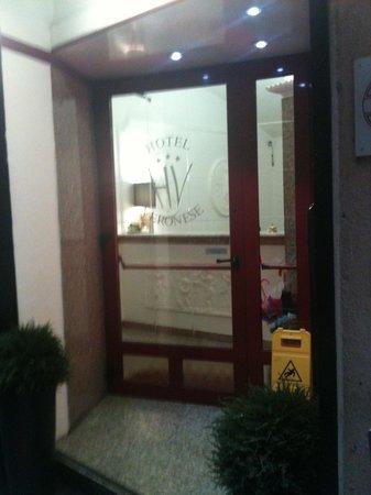 Hotel Veronese : Ingresso nel vicolo