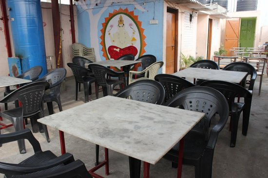 New India Guest House: Roof Top Restaurant