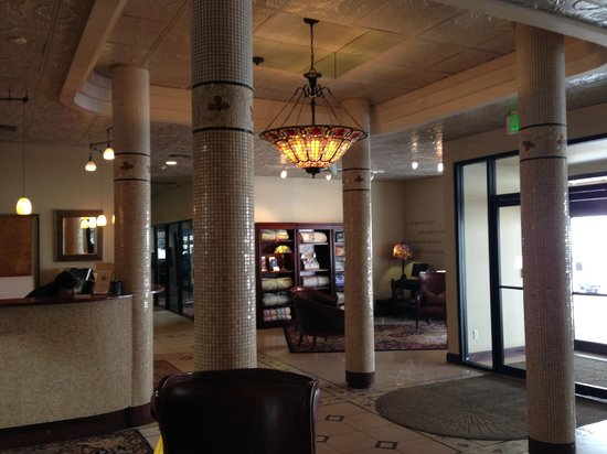 Hotel Denver : Front desk and lobby