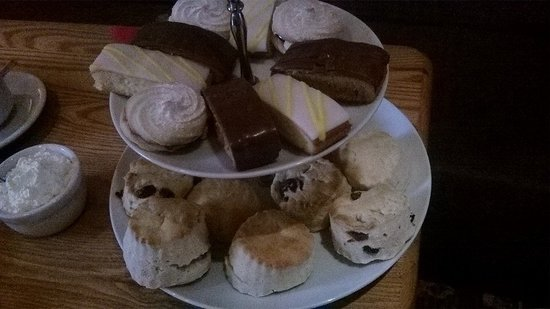 The Old Smugglers Inn: Scones and cakes