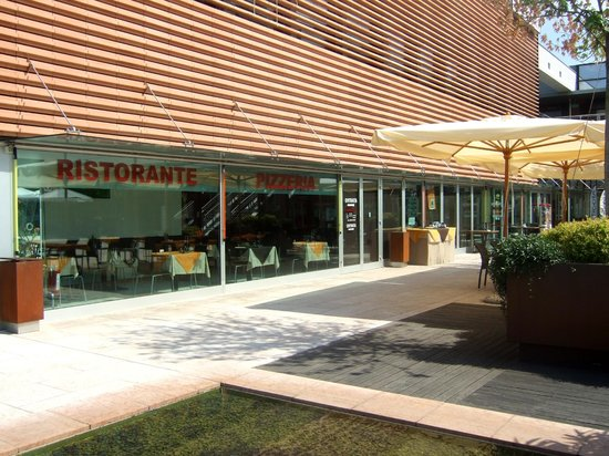 L 39 esterno bild fr n bar ristorante pizzeria alle torri for L esterno del ristorante cruciverba