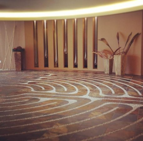 Evensong Spa: The beautiful labyrinth path!
