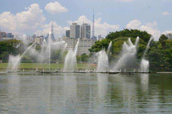 Parc d'Ibirapuera : Ballet de jet d'eau