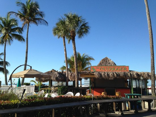 Outrigger Tiki Bar and Deckside Cafe: Tiki Bar