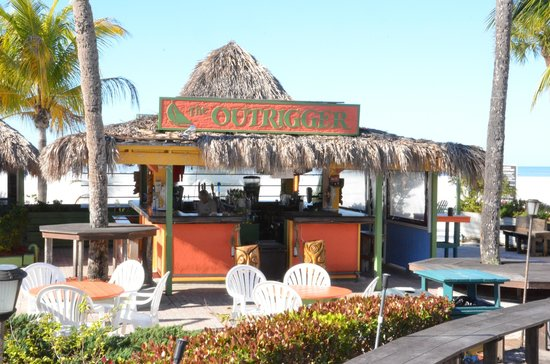 Outrigger Tiki Bar and Deckside Cafe : Tiki Bar