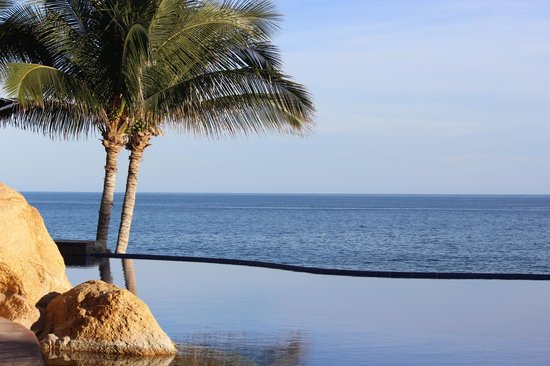 Grand Fiesta Americana Los Cabos All Inclusive Golf & Spa: Lounging by one of the infinity pools