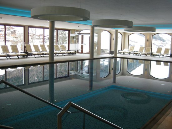 Alpeiner-Nature Resort Tirol : Pool im Wellnessbereich