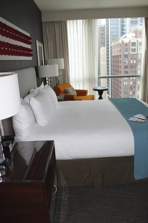 theWit - A DoubleTree by Hilton: King bedroom