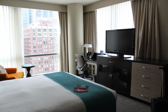 theWit - A DoubleTree by Hilton : King bedroom