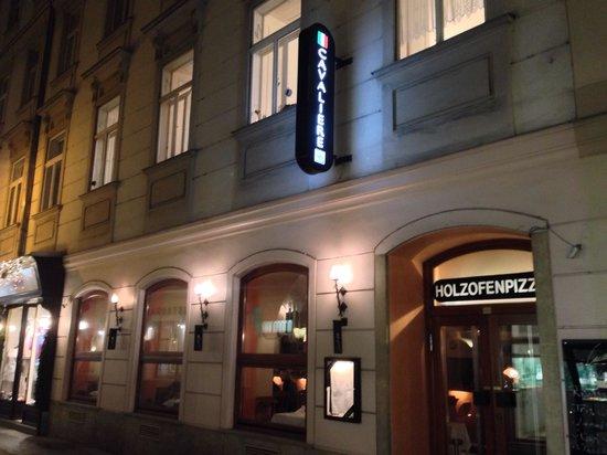 Cafe-Restaurant Cavaliere: Strassenseite