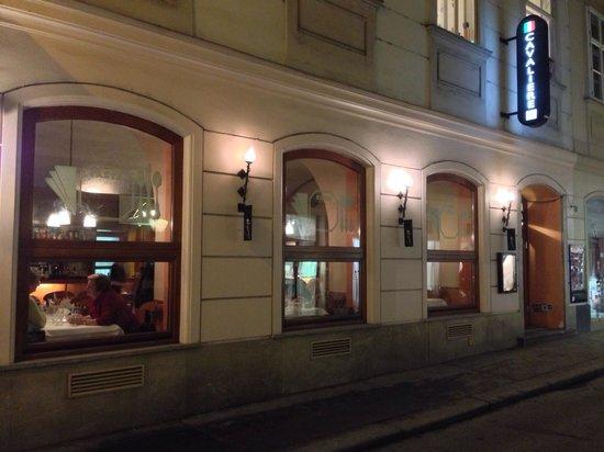 Cafe-Restaurant Cavaliere: Straßenseite