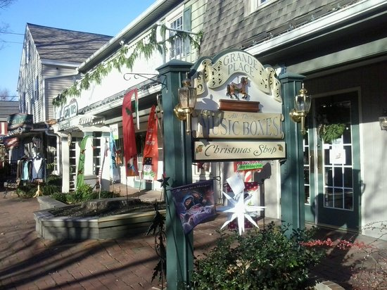 Inn at Kitchen Kettle Village: Lovely shops