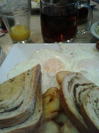 Inn at Kitchen Kettle Village: Breakfast