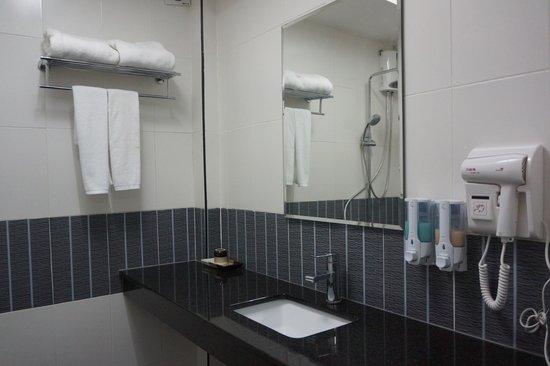 Shadi Home Bangkok: Bathroom