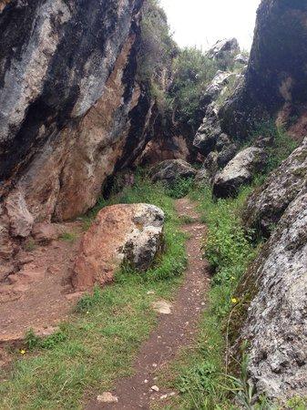 Sacsayhuamán: Caves above saqsayhuaman