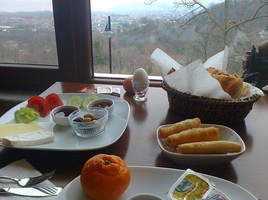 Dilek Konagi: Breakfast with a view