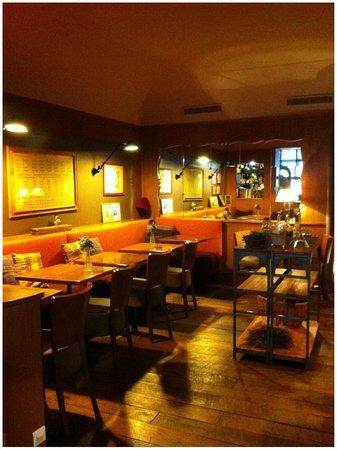 Hotel De La Paix Montparnasse : Área do café da manhã