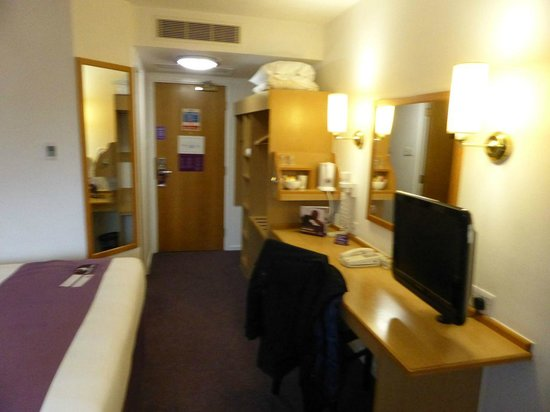 Premier Inn Manchester Central Hotel : The room