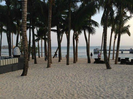 Serenity Coast Resort Sanya: Beach