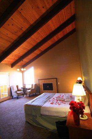 Munras Inn: guest room