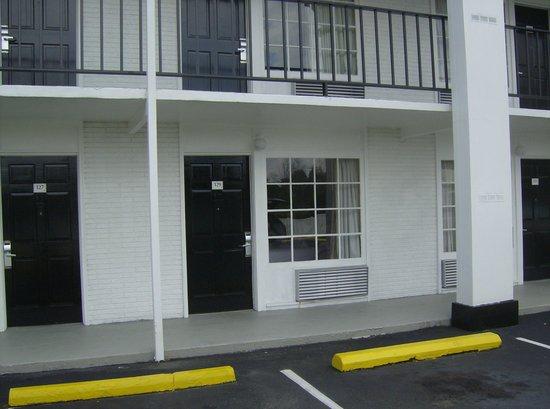 BEST WESTERN Hendersonville Inn: outside
