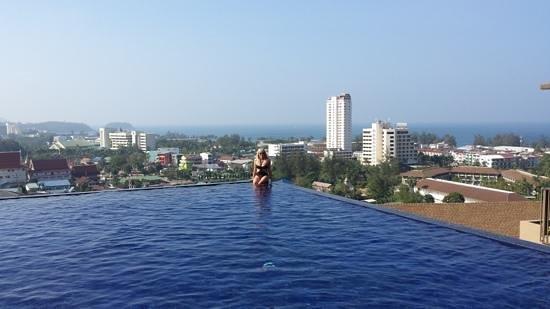 Karon Phunaka Resort and Spa: бассейн отеля