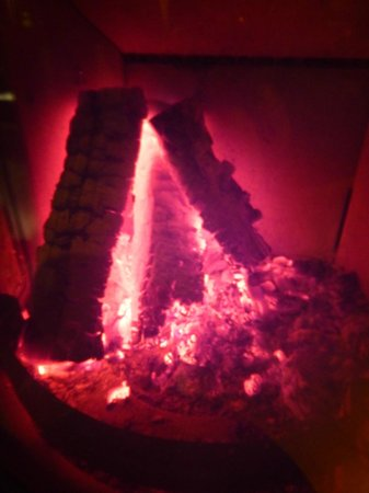 Hovfjallstoppens Stugby: Hovfjällstoppens Stugby, stuga 1 med brasa