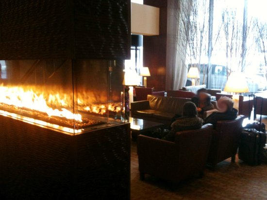 The Westin Ottawa : Lobby, with fireplace