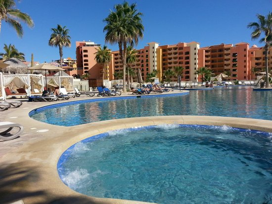 Sandos Finisterra Los Cabos: one of the quieter pools with jacuzzi