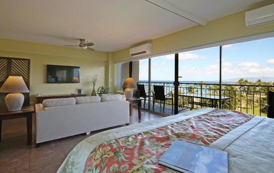 Waikiki Shore: Living Room