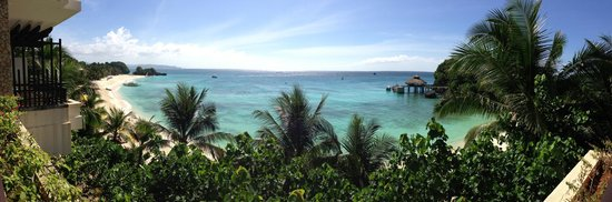Shangri-La's Boracay Resort & Spa: Panorama view of shared beach from room 325