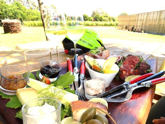 Wine Tours By Bike: The Perfect Wine Tour Lunch!