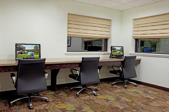 The Holiday Inn Express - Fort Polk: Business Center