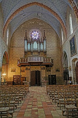 Abbaye de Lagrasse: Wide angle view of the rose window and organ in the Church of Saint-Michel in Lagrasse