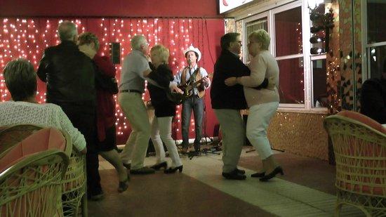 Restaurant Monaco: Good music for dancing at the Monaco restaurant Tenerife