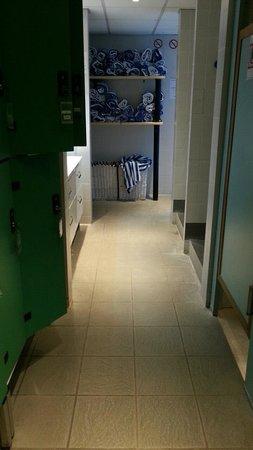 Hotel Mercure de Blois Centre : Espace détente casiers/serviettes/vestiaires
