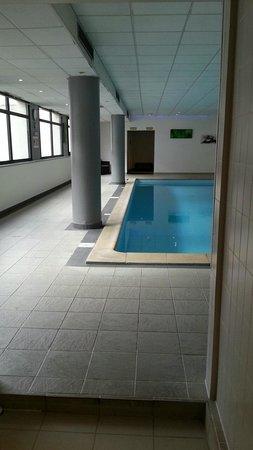 Hotel Mercure de Blois Centre : piscine et coin sauna hammam
