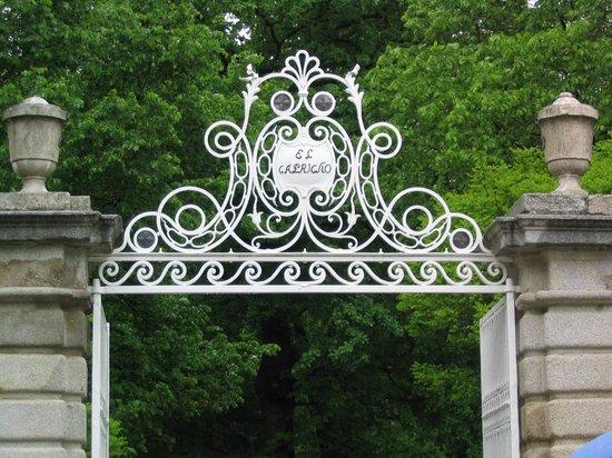 Parque Del Capricho Mapa.Puerta De Entrada El Capricho Fotografia De Parque De El