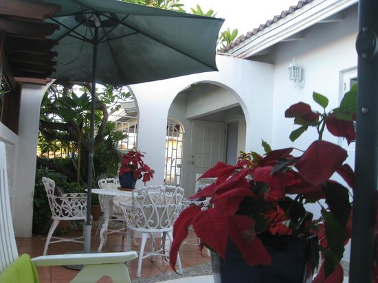 My Aruban Home : Lovely patio outside our room