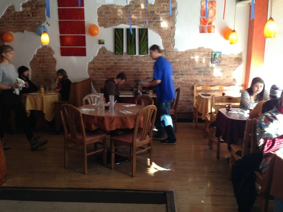 Daily Bread Restaurant: Pleasant, comfortable atmosphere; artwork