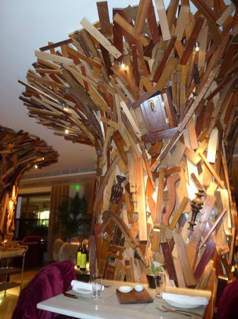 New Hotel: wood design