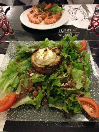 Le coup de fourchette : Toast chèvre, salade noisettes