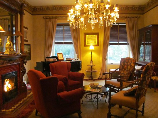 Foley House Inn: the front parlor