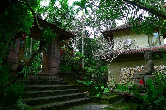 Bucu View Bungalows: A l'entrée de l'hôtel